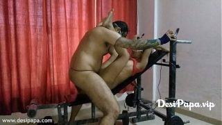 इंडियन कॉलेज की लड़की नै अपने बॉयफ्रेंड को एक्सरसाइज मशीन पाय चूड कर उस कई साडी मनी अपने अंदर ले ली