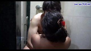 बाथरूम में लीहोल्ट सेक्स