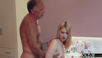 18 old year girl kissing and fucks her step father in his bedroom