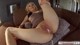 Cute spinner can not control herself when it comes to big black cocks