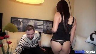 Mya est une belle thailandaise qui aime le sexe [Full Video]