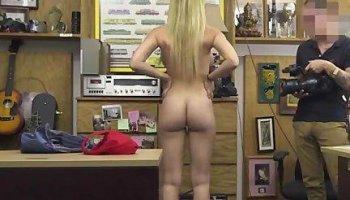 Teen twerking on dildo and teen girls make